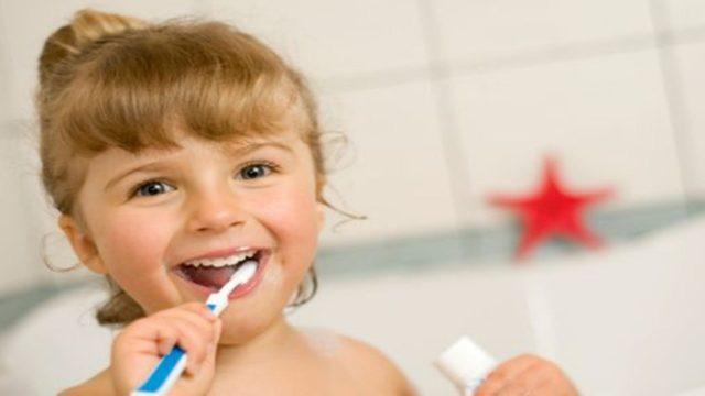 come sbiancare i denti in modo naturale
