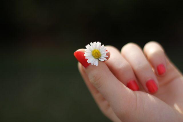 come far crescere le unghie