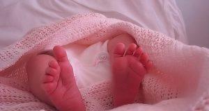 neonata che cammina