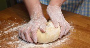 come si fa il pane in casa